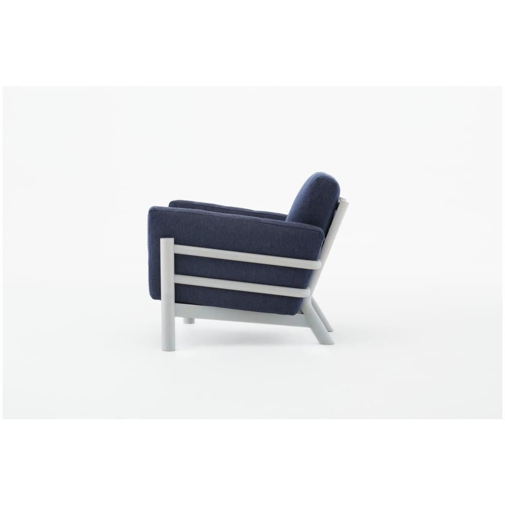 Butaca castor sofa one seater en madera y tapizado de karimoku for Muebles castor
